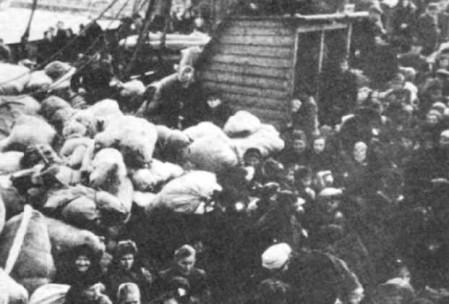 900-0034 Flucht 1945. Rund zwei Millionen Menschen wurden von den Schiffen der Kriegs- und Handelsmarine gerettet.-1